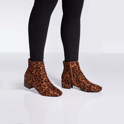 fdca2b6b3a63 Quiz - Wide fit leopard print block heel ankle boots