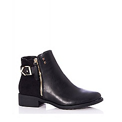 Quiz - Black buckle detail ankle boots
