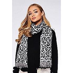 Quiz - Grey leopard print knit scarf