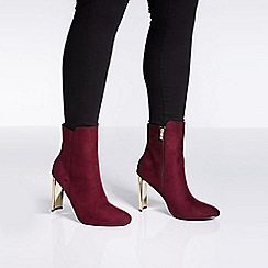 Quiz - Burgundy faux suede gold skinny heel ankle boots