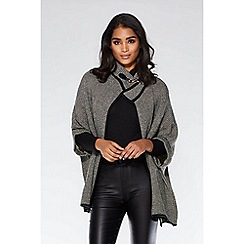 Quiz - Grey and black knit buckle batwing cape