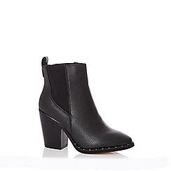 Quiz - Black faux leather stud ankle boots