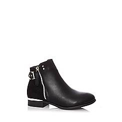 Quiz - Black faux leather buckle ankle boots