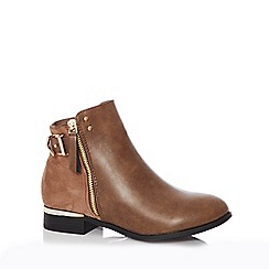 Quiz - Tan faux leather buckle ankle boots