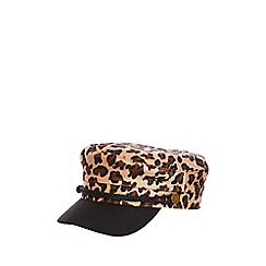 Quiz - Leopard baker hat