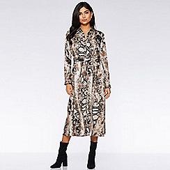 Quiz - Brown snake print maxi shirt dress