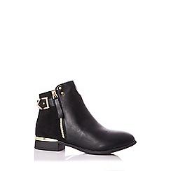 Quiz - Black buckle detail ankle boots