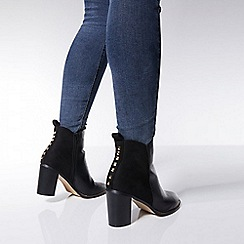 Quiz - Black stud back ankle boots