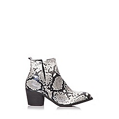 Quiz - Black and white snake print ankle boots