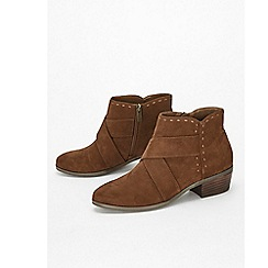 Evans - Extra wide fit brown stitch western low ankle boots