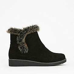 Evans - Extra wide fit black faux fur wedge boots