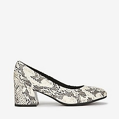 Evans - Extra wide fit ivory snake print court shoes