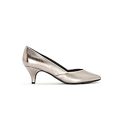 Evans - Extra wide fit pewter sweetheart kitten heel court shoes