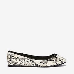 Evans - Wide fit snake print ballerina
