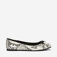 Evans - Extra wide fit snake print ballerina