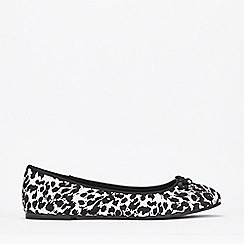 Evans - Extra Wide Fit Monochrome Bow Ballerinas