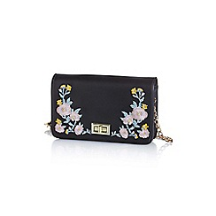 Yumi - Black embroidered clutch bag