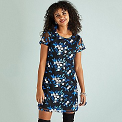 Yumi - Black floral embroidered 'Elisse' tunic dress