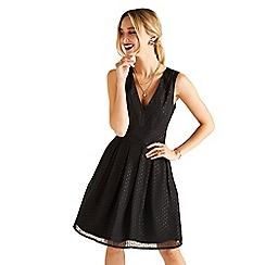 Yumi - Black v neckline skater dress