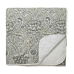 Morris & Co - Grey Cotton Percale 220 Thread Count 'Wandle' Quilted Bedspread