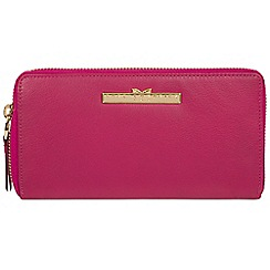 Pure Luxuries London - Sangria 'Robin' zip round leather purse