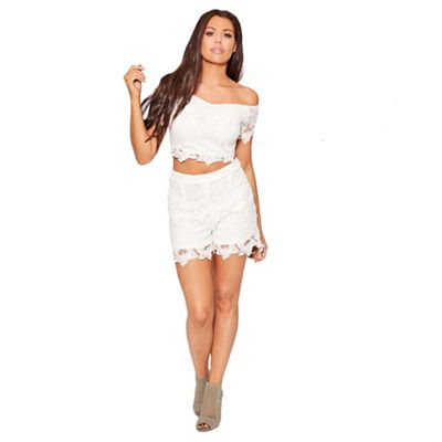 Sistaglam Love Jessica   White 'flutter' Crochet Lace Shorts With Scallop Detail by Sistaglam Love Jessica
