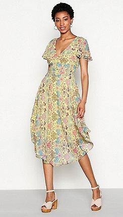Yellow dresses debenhams mw by matthew williamson yellow floral print chiffon rita v neck short mightylinksfo