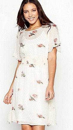 dfa868d6a239 Vila - White floral print spotted chiffon round neck short sleeve mini dress