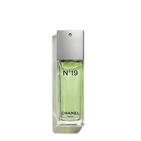 CHANEL - N°19 Eau De Toilette Spray 50ml