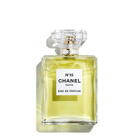 CHANEL - N°19 Eau de Parfum Spray 100ml