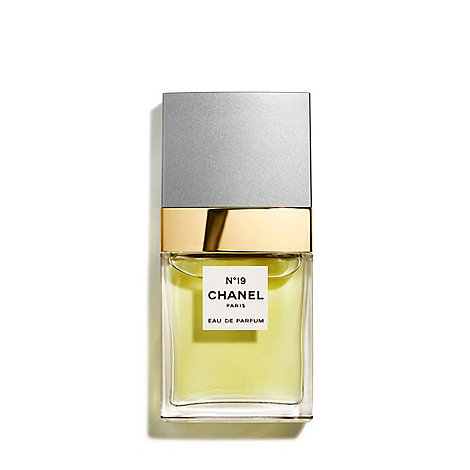 CHANEL - N°19 Eau de Parfum Spray 35ml