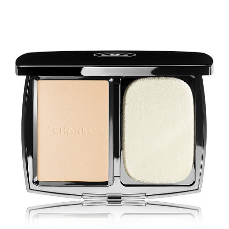 CHANEL - VITALUMIÈRE COMPACT DOUCEUR Lightweight Compact Makeup Radiance Softness And Comfort SPF 10
