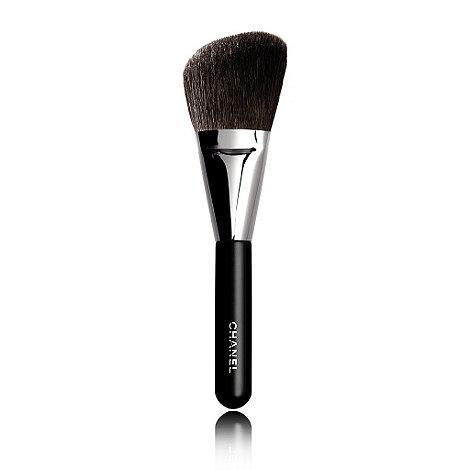 CHANEL - PINCEAU POUDRE BISEAUTÉ N°2 Angled Powder Brush
