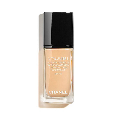 CHANEL - VITALUMIÈRE Satin Smoothing Fluid Makeup SPF 15